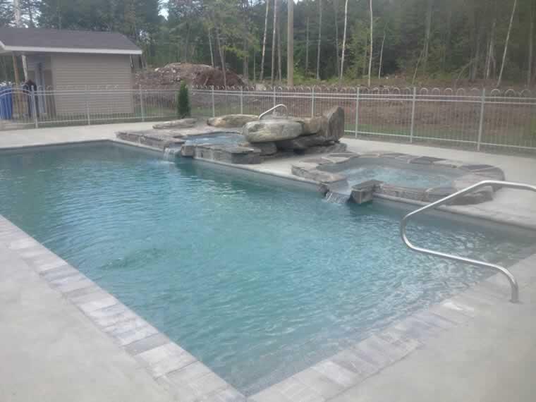 Paysagement piscine creuse beautiful cours with - Camping creuse avec piscine ...